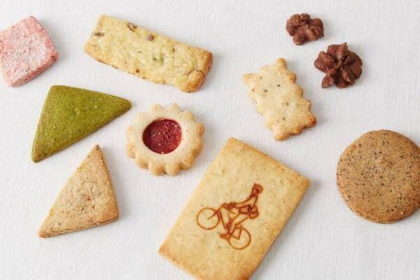 朱色の缶には素材を生かした優しい美味しさのクッキー。TAYORIの「クッキー缶」【夏の手土産】