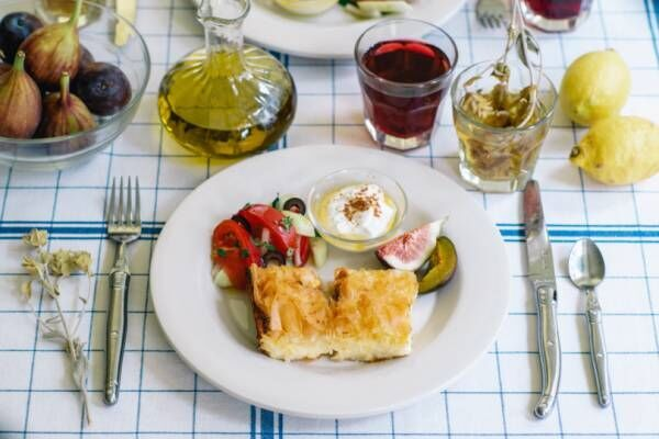 世界の朝食レストラン、8月と9月はギリシャの朝ごはんが登場! パイやスイーツ、ヨーグルトも