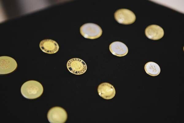 バーバリー「ヘリテージ トレンチコート」のボタンをカスタム! イベント開催中