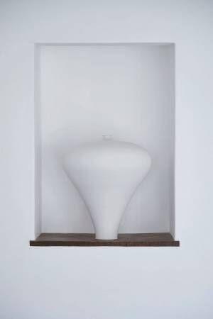 白磁で世界的に有名な陶芸家・黒田泰蔵の個展がヴァンジ彫刻庭園美術館で開催