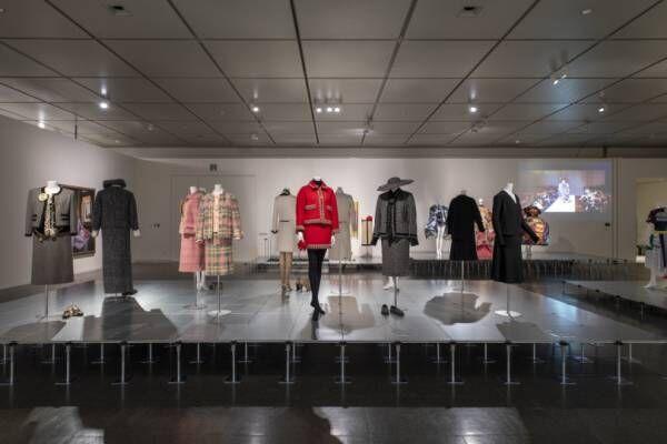 ルイ・ヴィトン、コム デ ギャルソンから漫画まで。京都国立美術館でドレス・コードを紐解く展示
