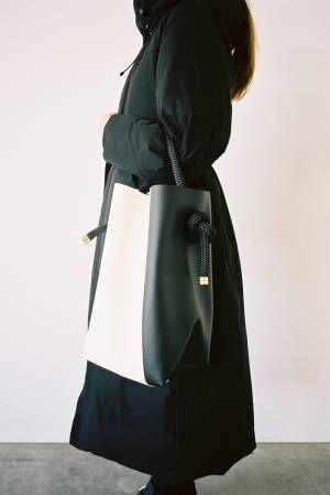 ZUCCa定番のエコレザーバッグ「ヨットロープバッグ」にバイカラーの新作が登場