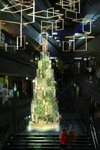 表参道ヒルズのクリスマスイルミネーション、今年は水の魔法で刻々と変化する幻想的なツリーが登場