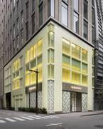 バーバリーが銀座に新しい路面店をオープン、アイコンバッグの限定モデルを発売