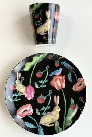 Afternoon Teaや資生堂のパッケージデザインも手がける、イラストレーター・利光春華の個展が開催