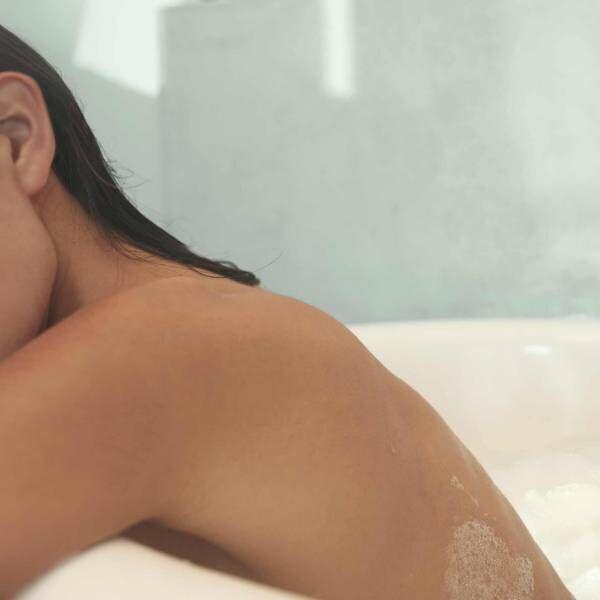 """メゾン マルジェラ フレグランス「レプリカ」新作、""""バブル バス""""発売。心身やすらぐクリーンな香り"""