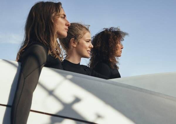 H&Mが女性のためのサーフィンコミュニティ「Women + Waves」とコラボ。サステイナブルなサーフコレクションを発表。