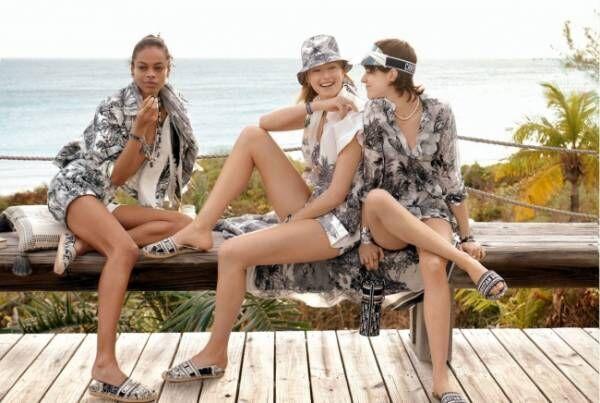 甘美なビーチへのエスケープ。パメラ・ハンソンが捉えたディオール「DIORIVIERA」カプセルコレクション