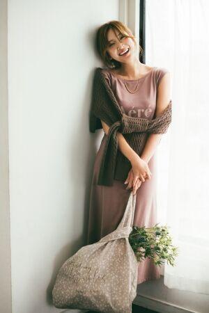 モデル・タレントの紗栄子が魅せる 初のワンマイルドレス。スナイデルカプセルコレクション