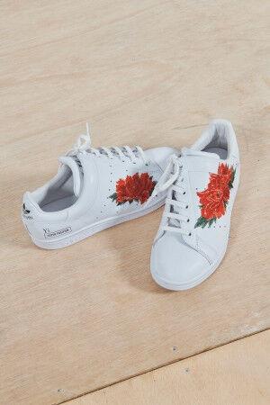 Y'sとadidasによるフットウエアに牡丹の花をモチーフにした「ワイズ フローラル・コレクション」が登場