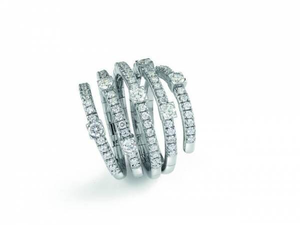 リング ¥779,000(税抜) ホワイトゴールド、ダイヤモンド