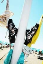 ビルケンシュトック×ヴァレンティノ、カモフラージュ柄のユニセックスサンダルを発売