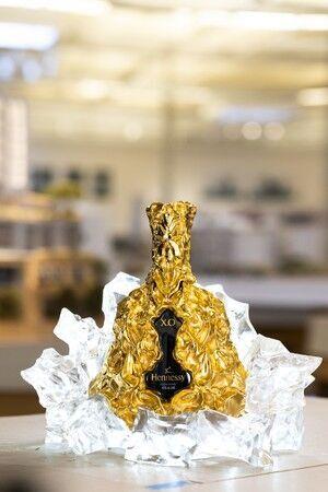 ヘネシー X.Oの150周年記念ボトルは、建築界の巨匠フランク・ゲーリーとのコラボレーション