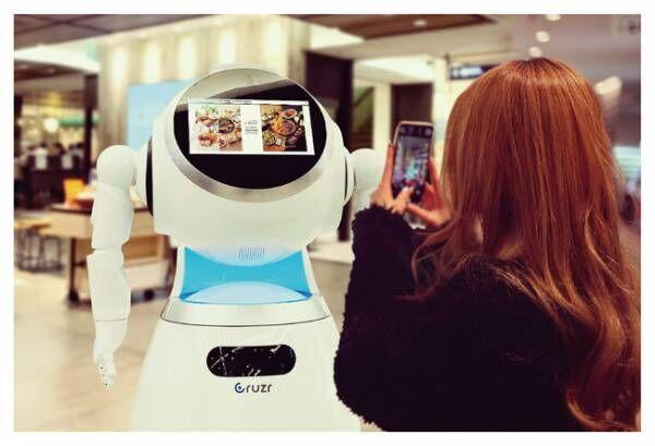 クリスマス限定でロボットを活用! FOOD&TIME ISETAN YOKOHAMAがAIコミニュケーションロボットを導入