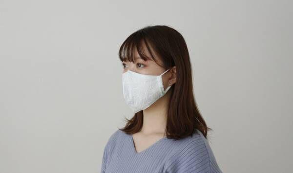 おそろいの柄のハンカチとセットでギフトにぴったり。トッカからプリントや刺繍が美しい立体マスクが登場