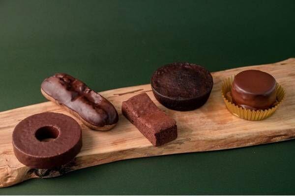 ケンズカフェ東京 氏家健治シェフが監修したチョコレートを使用したパンやスイーツがファミマに登場