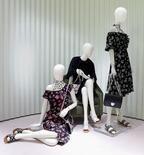 プラダからフラワープリントのカプセルコレクション - 柔らかなドレスで、涼しげな春を過ごして