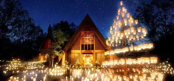 「サマーキャンドルナイト」軽井沢高原教会に灯る無数のキャンドル