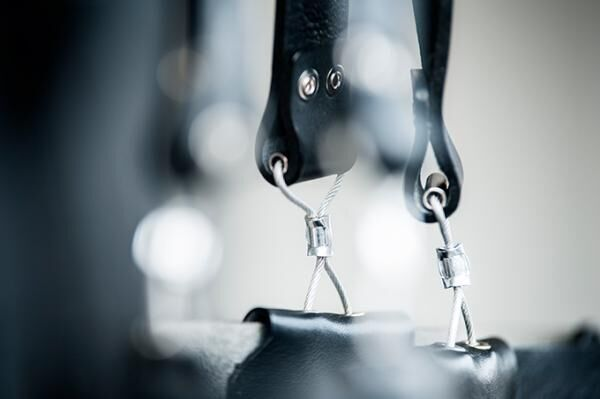 レザー小物「エド ロバート ジャドソン」新ラインの企画展、グラフペーパーで - バネを使ったバッグ等