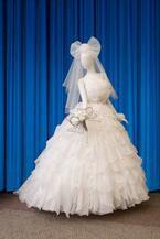 サンリオ×桂由美がコラボ、ハローキティ刺繍入りウェディングドレスで挙式