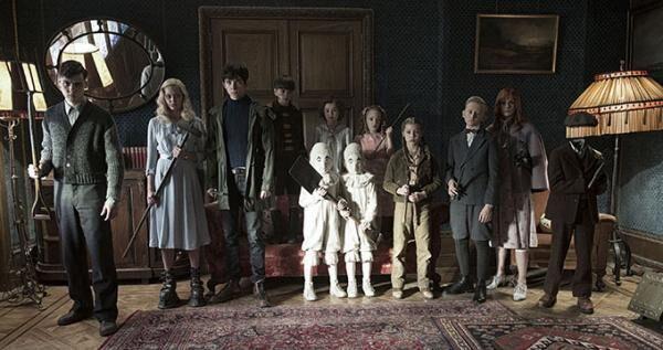 映画『ミス・ペレグリンと奇妙なこどもたち』ティム・バートン監督、特殊能力者の子供が主役のファンタジー
