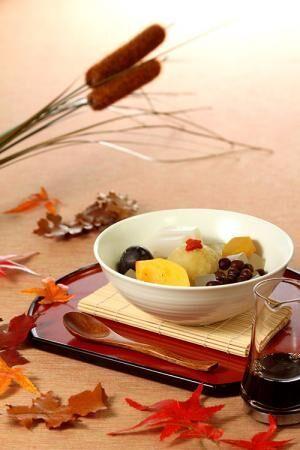 船橋屋の季節限定「秋のフルーツあんみつ」栗あんやぶどう、柿など秋の味覚