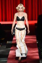モスキーノ 2017年春夏ウィメンズコレクション - 平面プリントのみで生まれる?!最新ファッション