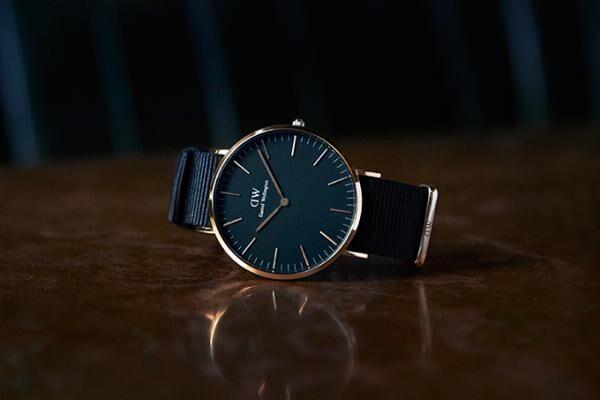 ダニエル・ウェリントン、文字盤がオールブラックの時計「CLASSIC BLACK」登場