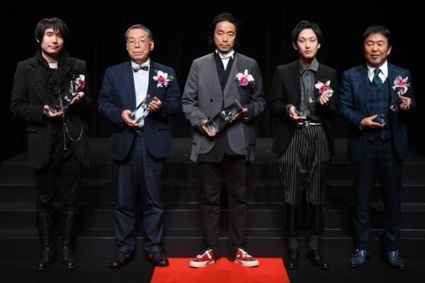 「第34回 毎日ファッション大賞」ファセッタズム落合が大賞、新人賞はプラスチックトーキョー今崎