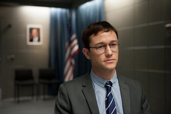 映画『スノーデン』米国最大の機密を暴き、世界中から追われた男