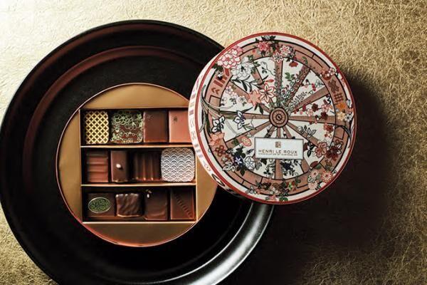 アンリ・ルルーの17年バレンタイン - 京友禅のBOXにほうじ茶やユズのボン・ボンショコラを