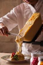 ホテル椿山荘東京で桜の季節の限定ブッフェ&メニュー、北海道チーズのラクレットが初登場