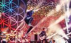 コールドプレイ3年ぶりの来日ライブが東京ドームで開催 - RADWIMPSがゲストアクトに決定