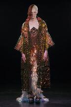 ユイマ ナカザト 17年春夏オートクチュールコレクション、火・風・水・土で生み出された「未来の衣服」