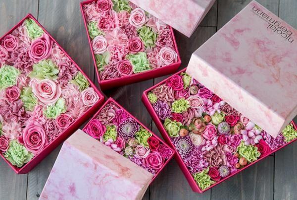 ニコライ バーグマンの春限定フラワーボックス - ピンクとグリーンの花々で春の空気感を