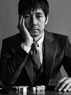 俳優・西島秀俊がジョルジオ アルマーニの顔に、新ビジュアルでスーツ姿を披露