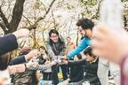 ビールを飲みながら桜並木を練り歩く「ビアウォーク」東京・かむろ坂で初開催