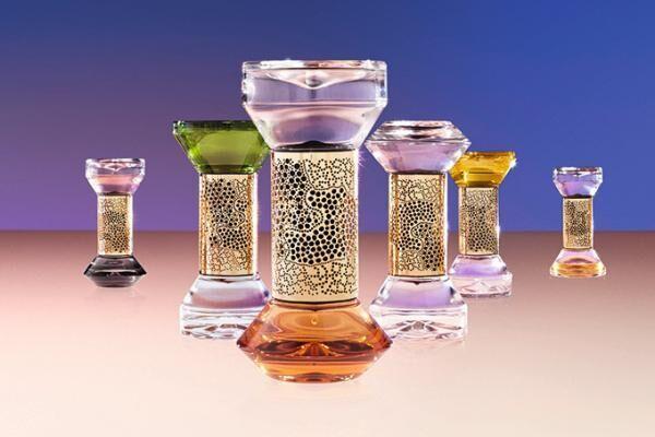 ディプティックの「砂時計型ディフューザー」時を刻むようにガラスの砂時計を1滴1滴落ちる香りのしずく