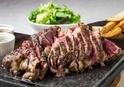パリの人気肉ビストロ「サクレフルール」日本上陸、東京・神楽坂に1号店オープン