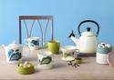 ル・クルーゼから、紅茶とコーヒーを楽しむための限定コレクション - ピーコック柄のドリッパーやポット