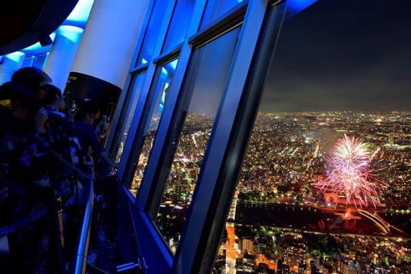 東京スカイツリーの展望台から隅田川花火大会を鑑賞 - 約900名限定で1日限りの特別営業