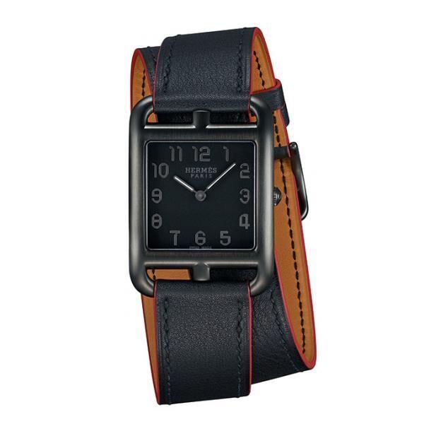 エルメスのウィメンズアイコン時計に新モデル「ケープコッド シャドウ」漆黒に浮かぶ一筋の赤