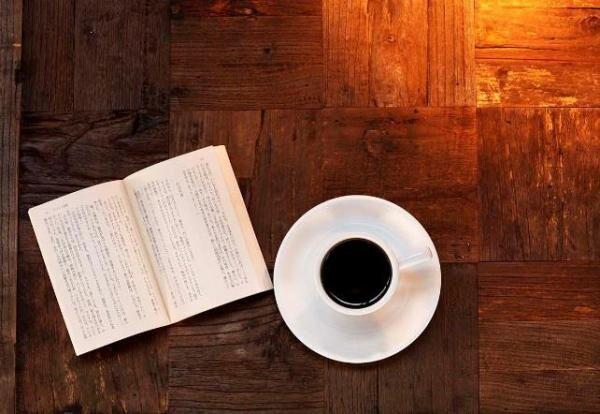 """ドトールコーヒーの新業態「本と珈琲 梟書茶房」""""シークレットブック""""が並ぶカフェ&ブックが池袋に"""