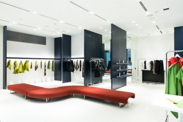 イッセイ ミヤケが銀座に新店舗をオープン、ウェアから香水・時計まで幅広い品揃え