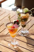 「パレスホテル東京」夏限定グラススイーツ - パッションフルーツと抹茶チョコのかき氷にボンボンアイス