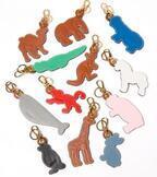 """ロエベから""""12匹の動物""""がモチーフのレザーチャーム、ペンギンやカンガルー、クジラなど"""