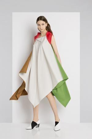 「132 5. イッセイ ミヤケ」三宅一生のものづくりの原点に着目し、新たに生まれ変わったドレス
