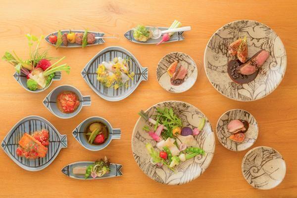リサ・ラーソンの食器が益子焼と有田焼に - 森と動物の絵皿、魚をかたどった器の2シリーズ