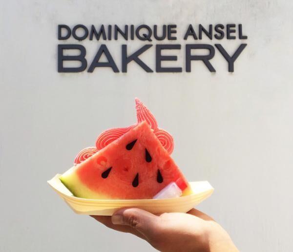 """ドミニクアンセルベーカリー""""スイカで挟んだ""""夏限定アイスと本物のとうもろこしのようなソフトクリーム"""