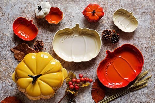 ル・クルーゼからハロウィン限定「かぼちゃ型のお鍋」ミニサイズやお揃いのお皿も